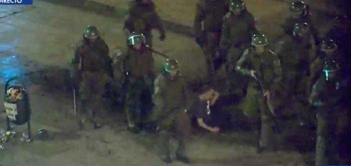 Se le agregarán dos delitos: reformalizarán a carabineros acusados de torturas contra manifestante en Plaza Ñuñoa