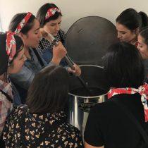 Mujeres que elaboran cerveza