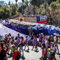 Greenpeace en marcha feminista con Ballena Gigante: