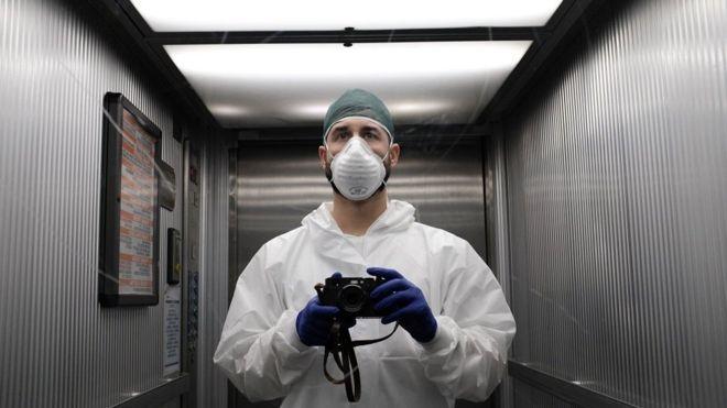 Coronavirus en Italia: el enfermero que registra con su cámara la crisis por el covid-19 en un hospital