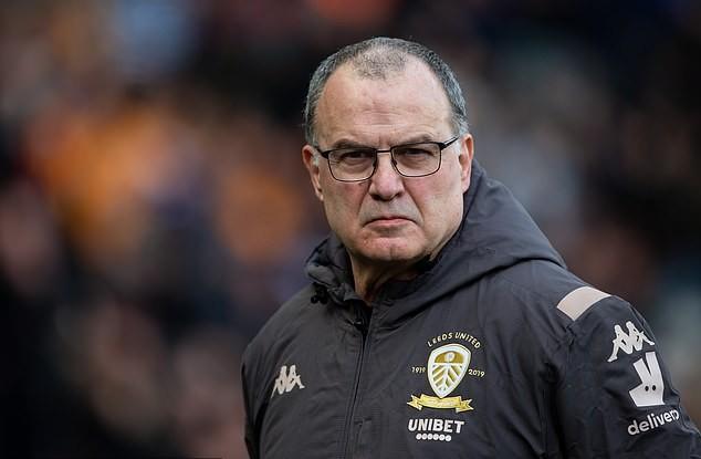 El loco lo hizo de nuevo: Bielsa y sus dirigidos en el Leeds no cobrarán parte su sueldo para ayudar a los trabajadores del club