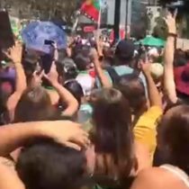"""""""Sí, apruebo"""": el grito de las manifestantes a favor de la Nueva Constitución durante la marcha del 8M"""