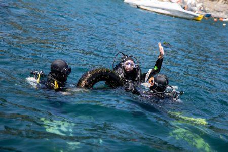 Limpieza de fondo marino en caleta de Zapallar