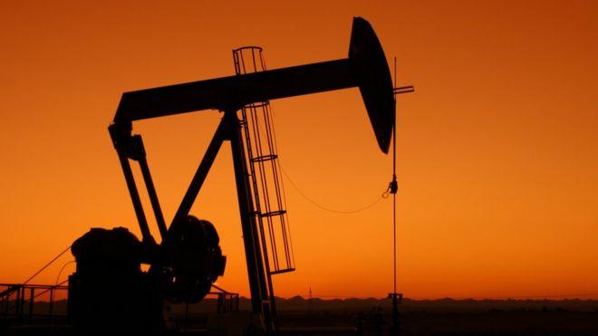 Petróleo cierra a la baja en contexto de demanda que sigue débil