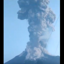 Se registra erupción del Volcán Merapi en Indonesia, uno de los más activos del mundo