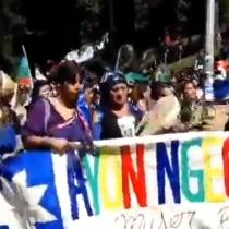 Mujeres mapuche se hacen presentes en la gran marcha feminista en la Plaza de la Dignidad
