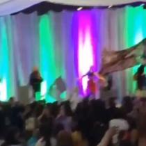 Feministas funan a Pilar Sordo en medio de una charla en Chiloé
