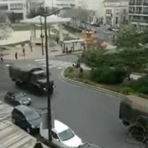 Militares ingresan a París para el estricto cumplimiento de la cuarentena por coronavirus decretada por el Presidente Macron