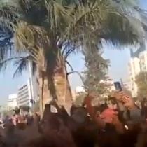 Gran cantidad de manifestantes llega a la  Plaza de la Dignidad en un nuevo viernes de protestas