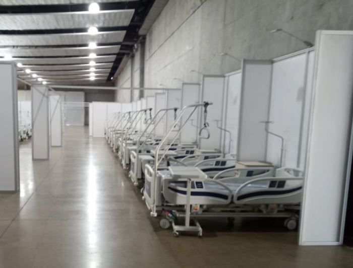 Piñera visita el Hospital de Emergencia instalado en Espacio Riesco y destaca que podrán atender a 800 personas contagiadas