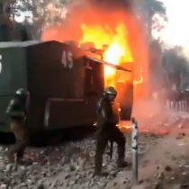 Carro lanza agua se incendia en las cercanías de Plaza de la Dignidad