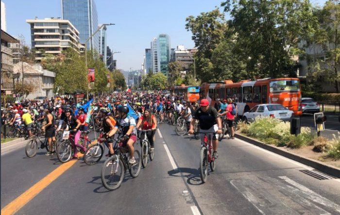 Marzo comienza con miles de ciclistas en caravana por el
