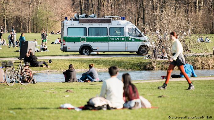 Alemania prohíbe reunión de más de dos personas por crisis de coronavirus