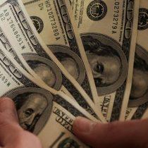 El dólar en Chile cierra en su nivel más bajo desde el 5 de febrero de 2020