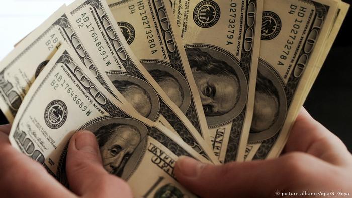 Dólar cierra sus operaciones a la baja por quinta jornada consecutiva