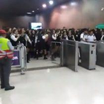 Diversas manifestaciones obligan al Metro de Santiago cerrar varias de sus estaciones