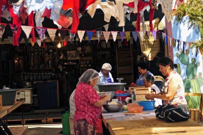 Cocina pública que rememora las ollas comunes en dictadura llega al Museo de la Memoria