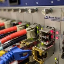 Hogares conectados por fibra óptica en Chile crecieron 71% en un año