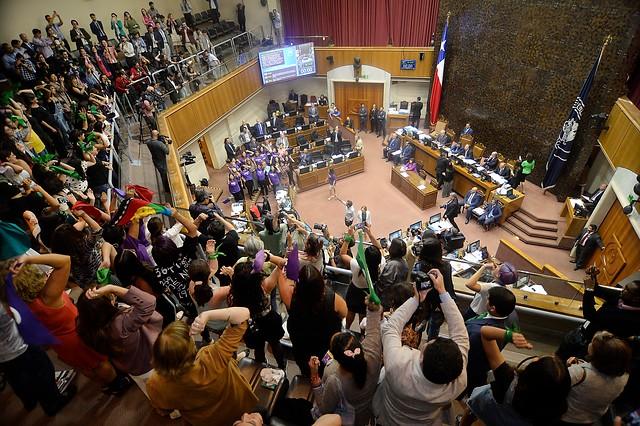 Chile tendrá órgano constituyente paritario tras ser aprobada por el Senado la emblemática reforma