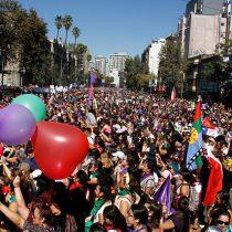 Sigue en vivo en El Mostrador la marcha del 8M en Plaza de la Dignidad desde Galería Cima