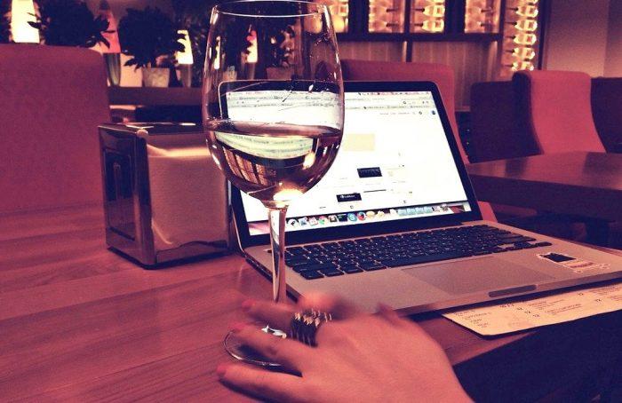 La tendencia mundial de los happy hours y clases de cata virtuales en época de Coronavirus
