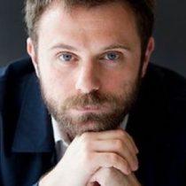 """Escritor italiano Paolo Giordano: """"Tengo miedo de descubrir que el andamiaje de la civilización que conozco es un castillo de naipes"""""""