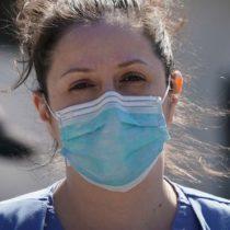 """Coronavirus en Estados Unidos: la escasez de equipos médicos cruciales en el país más rico del mundo (y la """"batalla"""" por hacerse con estos materiales)"""