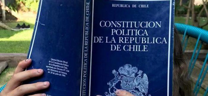 """""""La Constitución Comentada"""": más de 30 profesionales examinan la Carta Fundamental vigente en nueva publicación"""
