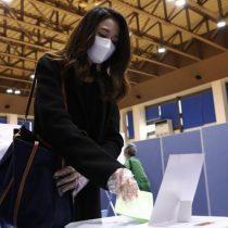 Surcoreanos votan en legislativas bajo drásticas medidas sanitarias