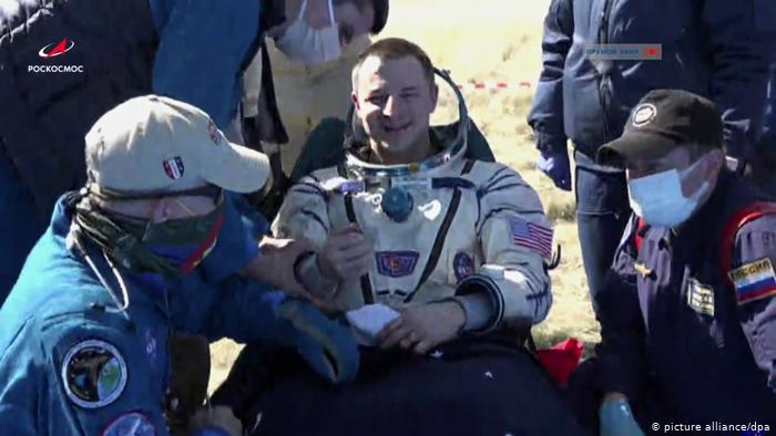Astronautas vuelven a la Tierra en medio de la pandemia