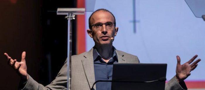 Harari: Estamos reescribiendo las reglas del juego, elegiremos entre unir a la humanidad o el egoísmo y los nacionalismos