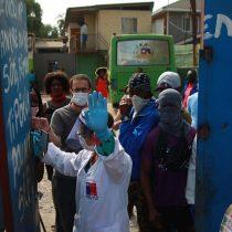 Haitianos contagiados con Covid-19 son trasladados a residencias sanitarias y el caso reinstala debate por arriendos inescrupulosos a inmigrantes