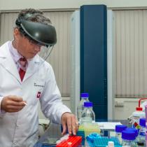 Científicos chilenos descubren nuevo método de diagnóstico de COVID-19 más rápido que el PCR