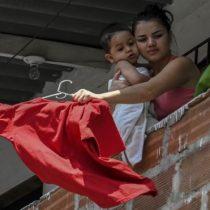 Coronavirus: Por qué tantos colombianos han colgado trapos rojos en sus casas en medio de la cuarentena por la pandemia
