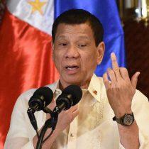 """""""Dispárenles a matar"""": la orden a la policía del presidente de Filipinas para los que violen cuarentena"""