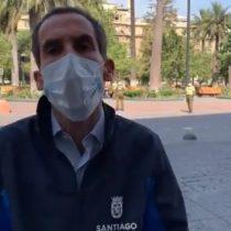 El alcalde indignado: Carabineros sorprendió a contagiados con Covid-19 caminando en la Plaza de Armas