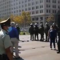Carabineros detiene al presidente de la ANEF tras protesta en el frontis de La Moneda: senador Letelier (PS) condenó el hecho calificándolo de