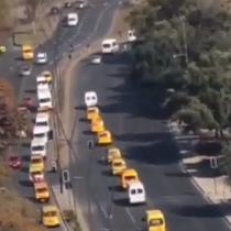 Caravana de furgones escolares se movilizó por el sector de Plaza de la Dignidad