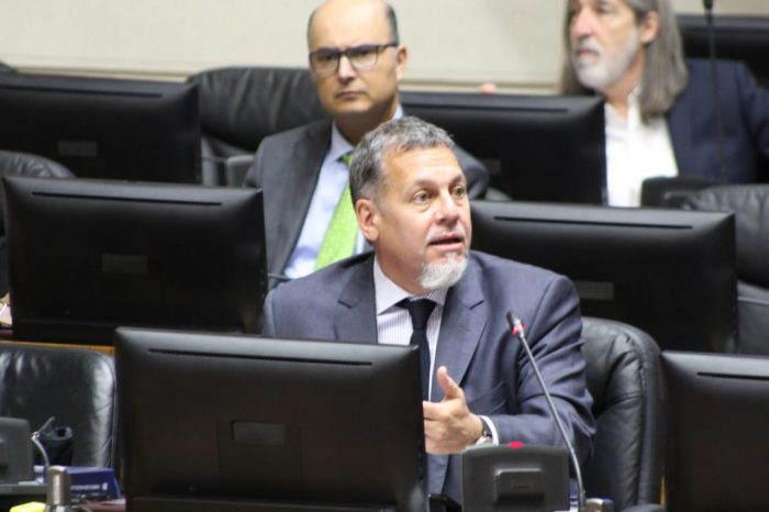 Senador Lagos Weber pidió informar testeos de covid-19 por comuna o provincia para