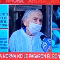 La normalidad de los adultos mayores en Chile: mujer de 90 años fue a cobrar Bono Covid-19 pero le dijeron que no tiene derecho al beneficio