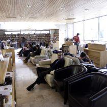 Golpe a la cultura: echan a 44 trabajadores del sistema bibliotecario de Providencia