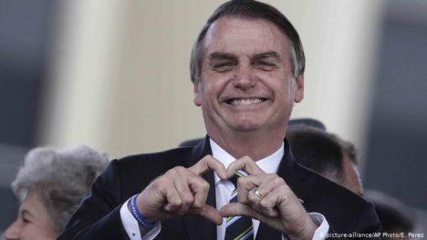 Bolsonaro ignora recomendaciones y participa en jornada de manifestaciones