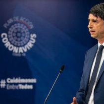 """Científicos piden renuncia de ministro Couve por respaldar los procedimientos """"científicamente aberrantes y éticamente inaceptables"""" de Mañalich"""
