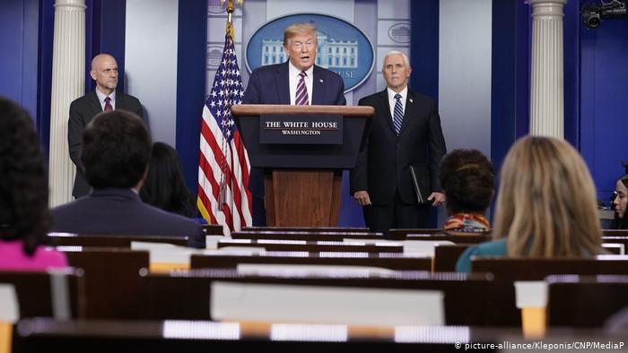Trump firma gigantesco paquete de ayuda para rescatar pequeñas empresas