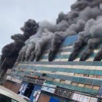 Feroz incendio destruye parte de la Zona Franca de Iquique