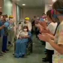 COVID-19: entre aplausos salió una mujer de la Unidad de Pacientes Críticos del Hospital El Carmen
