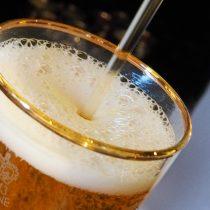 ¿Cómo una cerveza se convierte en alcohol gel?