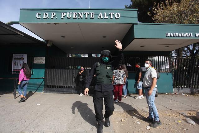 """El polvorín de la Cárcel de Puente Alto: dirigente de funcionarios de Gendarmería solicita """"intervención total"""" en el recinto"""