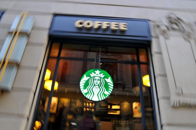 Operador de Starbucks y Burger King suspende relación laboral con trabajadores y deja de pagar sueldos a 90% de ellos según sindicato