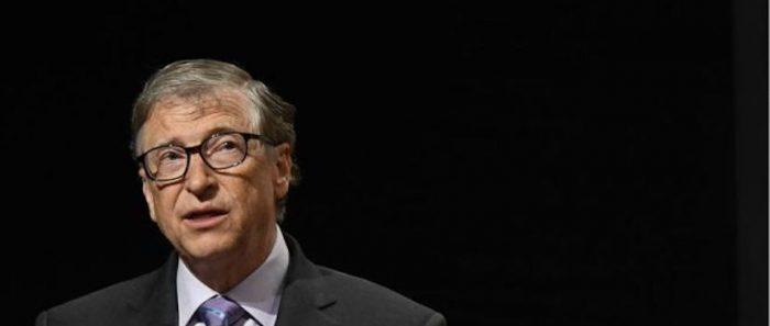 """Coronavirus   Bill Gates recomienda 13 libros (y una serie de la BBC de los 70) para """"escapar"""" de la realidad de la pandemia"""